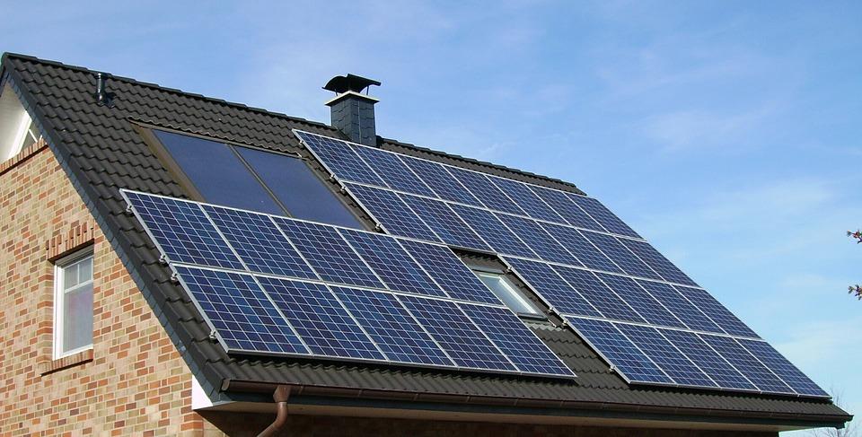 Les panneaux solaires photovoltaïques : fonctionnement et installation