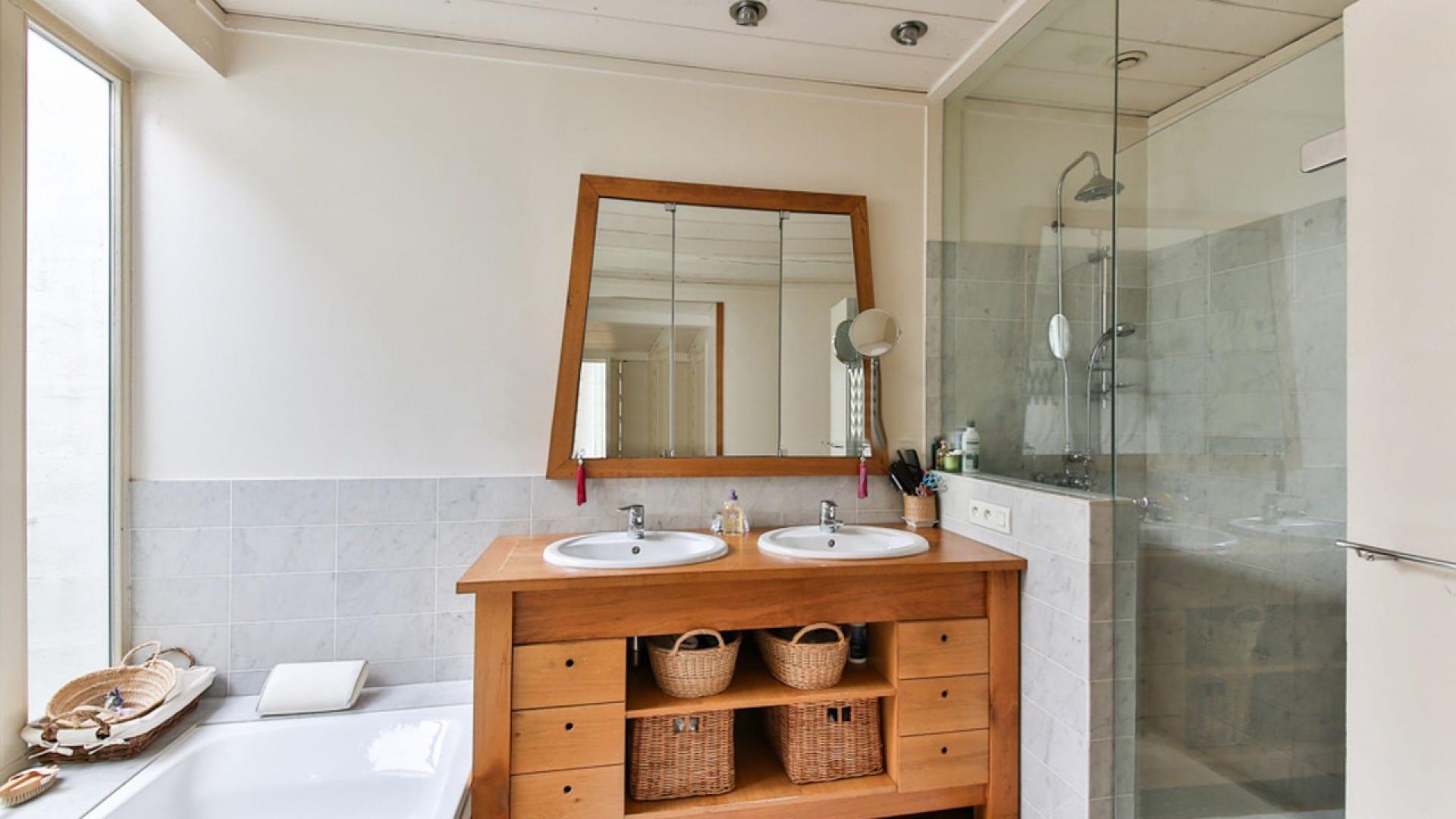 Pourquoi privilégier des meubles en teck pour salle de bain ?
