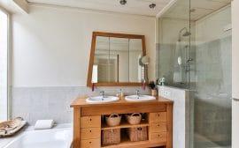 Choisissez un meuble de salle de bain en teck fonctionnel