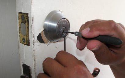 Comment réagir en cas de porte bloquée ?